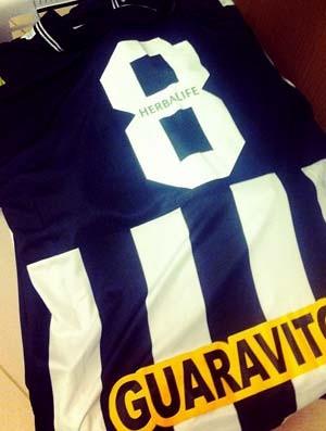 Camisas do Botafogo para serem lavadas por Luis Fabiano (Foto: Reprodução / Twitter)