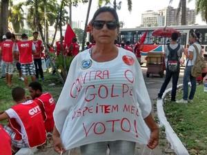 Tânia Sá protesta em João Pessoa (Foto: G1)
