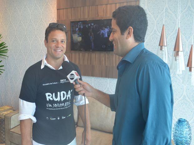 Flávio Antunes entrevista Gustavo Lobo (Foto: Fredson Navarro / G1)