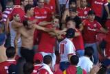 Assista ao vídeo da confusão entre  os torcedores do Inter no Beira-Rio