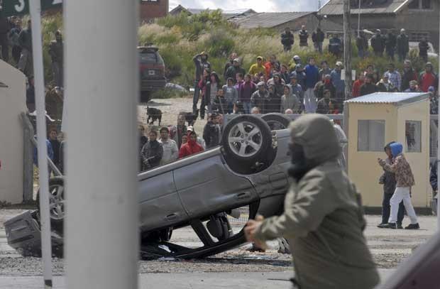 Lei marcial na Argentina? Violência e saques em Bariloche. Situação sai do controle e tropas são enviadas pelo governo