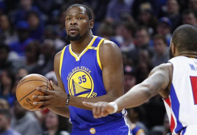 Kevin Durant anotou 32 pontos antes de encontrar LeBron e os Cavs (Foto: Reuters)
