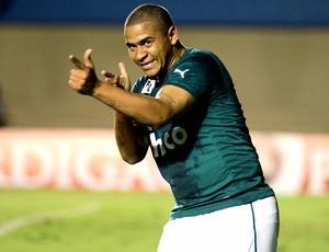 Walter comemoração Goiás contra Bahia (Foto: Carlos Costa / Agência Estado)