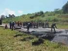 Trabalhadores de usina fecham a BR- 491, em Guaranésia, no Sul de MG