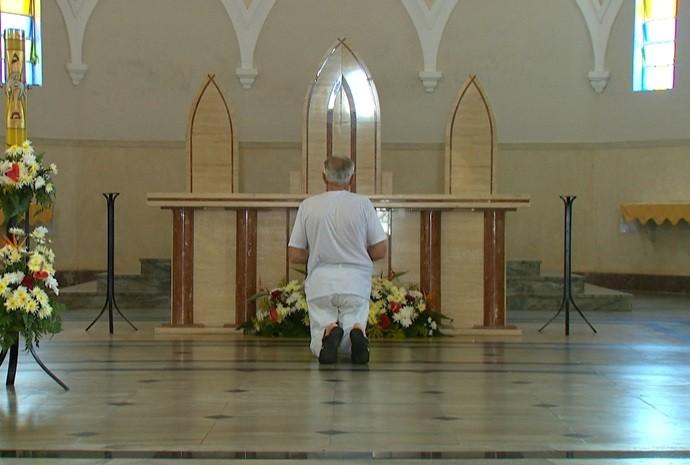 Nossa equipe visitou a igreja matriz da cidade, cheia de histórias! (Foto: Reprodução / TV TEM)