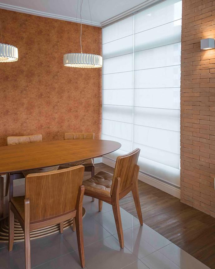 Papel de parede apenas em um lado do cômodo dá outra cara para o ambiente (Foto: Divulgação)