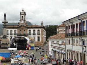 Ouro Preto, na região Central de Minas Gerais, começa a acordar nesta segunda-feira (20) depois de uma noite de muito agito e animação. A Praça Tiradentes, um dos palcos do carnaval na cidade histórica, ainda está vazia neste início de tarde de segunda-fe (Foto: Raquel Freitas / G1)