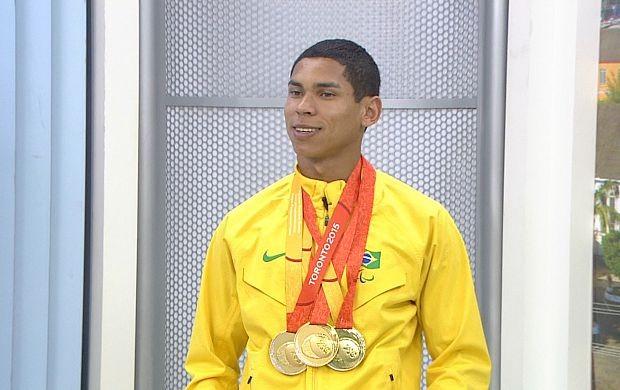 Mateus Evangelista conquistou 3 ouros no Parapan, em Toronto (Foto: Rondônia TV)