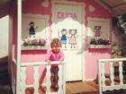 Debby Lagranha mostra casinha de boneca da filha: 'Minha boneca'