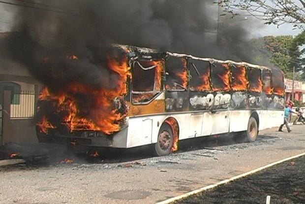 Ônibus escolar explode em Aragarças, Goiás (Foto: Ricardo Manciolli/Arquivo Pessoal)