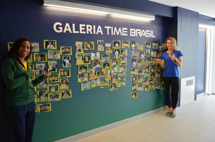 Ana Paula e a goleira Babi. Meninas do handebol querem lugar na galeria de medalhistas (Foto: COB)