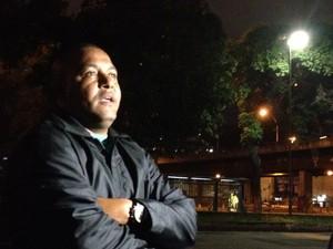 Juamir Rosário, marido da avó do menino kayo, morto na frente do fórum de Bangu, na Zona Oeste do Rio (Foto: Gabriel Barreira/G1)