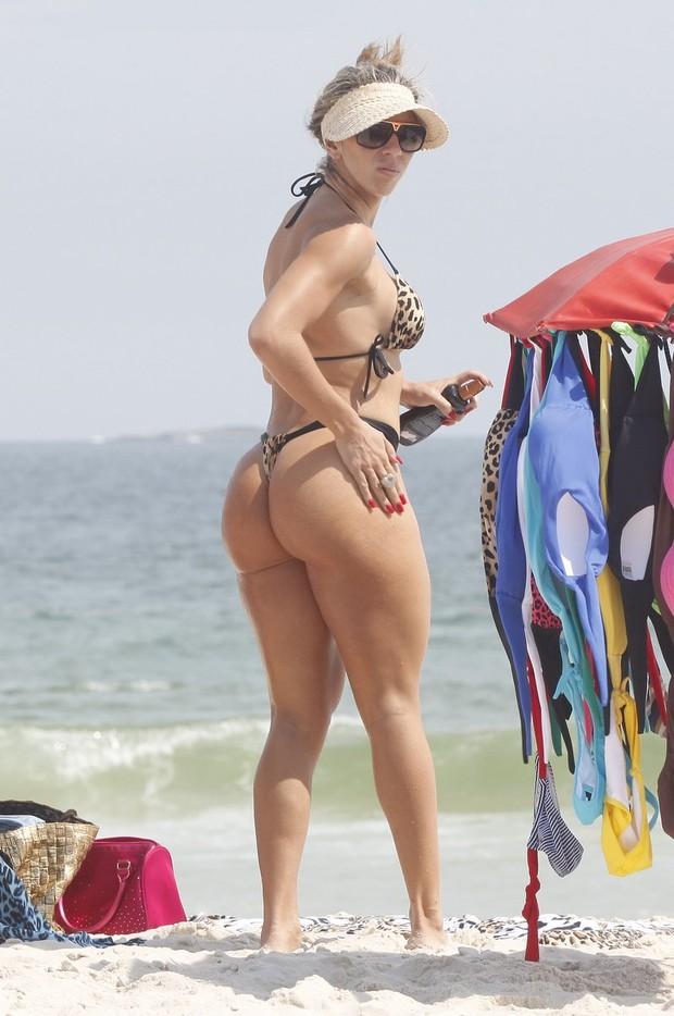 7facafba7 RepórterMT | Musa da Vila, Andréa de Andrade curte praia de biquininho