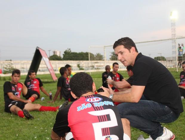 Heder Palmonari, técnico do Pimentense no primeiro confronto entre Santos e Pimentense (Foto: Shara Alencar/GLOBOESPORTE.COM)