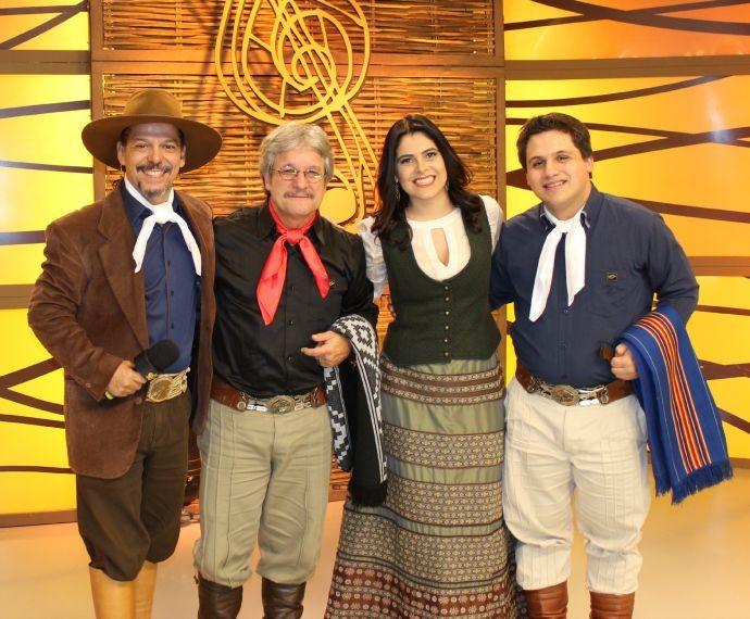 Neto Fagundes, Shana Müller, Teixeirinha Filho e Teixeirinha Neto (Foto: Nice Sordi/RBS TV)