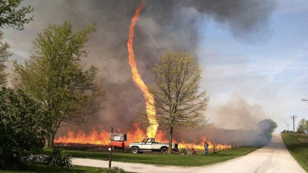 'Tornado de fogo' captada por mulher em Montana, nos EUA. (Foto: Reprodução/Instagram)