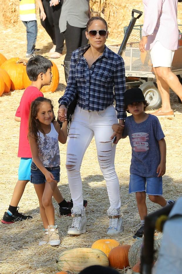 Jennifer Lopez com Emme e Max (Foto:   Jack-Rs-Chris-Kmm/X17online.com)