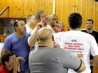 Metalúrgicos discutem e cobram sindicalistas por acordo com a GM