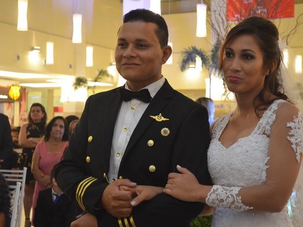 Paulo Cesar e Erica Gonçalves ganharam uma promoção e realizaram o sonho do casamento (Foto: Aline Paiva/G1)