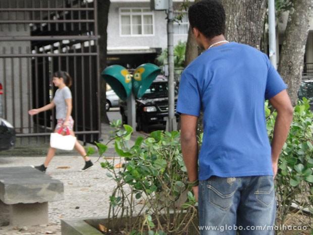 Perdeu, Sal! Olha quem tava de olho em tudo e viu vc no mó love com a franjinha! (Foto: Malhação / Tv Globo)