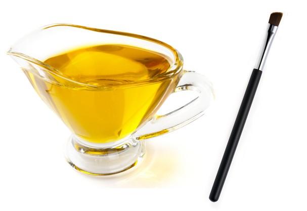 Pincéis menores podem ser mergulhados em um potinho de óleo de oliva (Foto: Shutterstock)