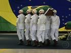 Corpos de mortos na Antártica são recebidos com honras militares no RJ