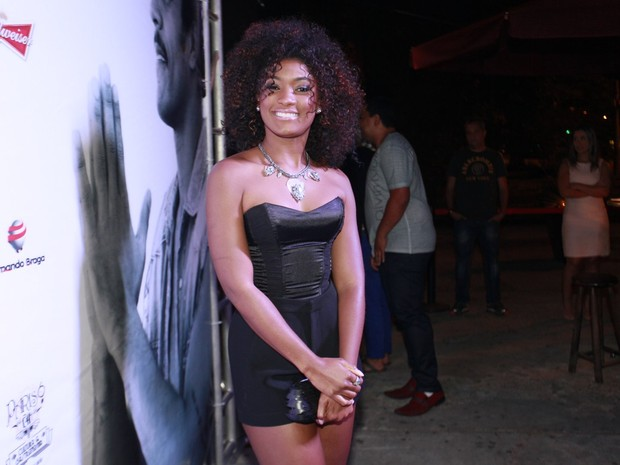 Erika Januza em boate na Zona Sul do Rio (Foto: Isac Luz/ EGO)