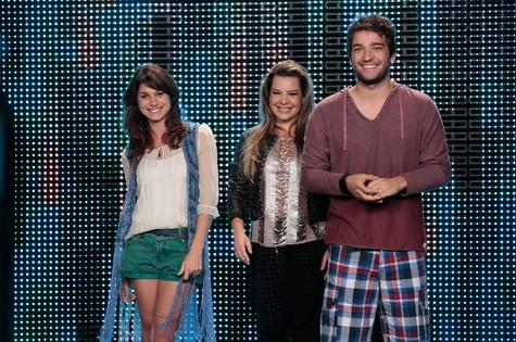 Chandely Braz) e Humberto Carrão gravam com Fernanda Souza  (Foto: TV Globo)