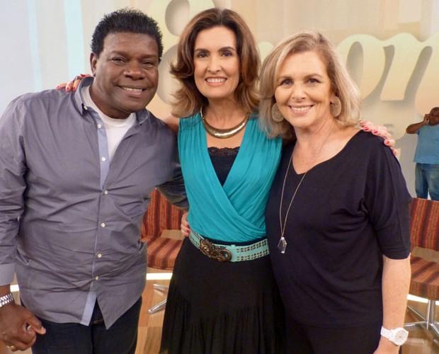 Emílio Santiago, Fátima Bernardes e Irene Ravache posam para foto ao final do programa (Foto: Encontro com Fátima Bernardes/TV Globo)