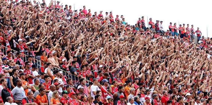 Jogo com ar de decisão pode lotar a Arena Joinville neste domingo