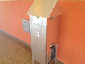 Polímero foi colocado para medir quantidade de pó no colégio (Foto: Abinoan Santiago/G1)