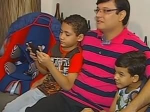 Luciano e os filhos mais velhos  (Foto: Reprodução / TV TEM)