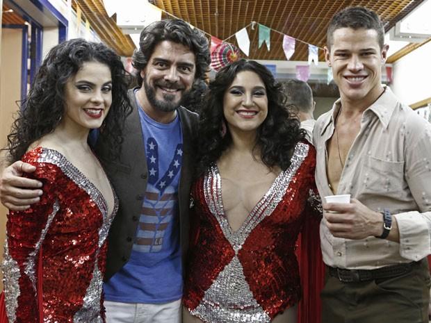 Junno posa para as lentes do Gshow com Renata Ricci, Lyv Ziese e Zé Loreto (Foto: Inácio Moraes/Gshow)