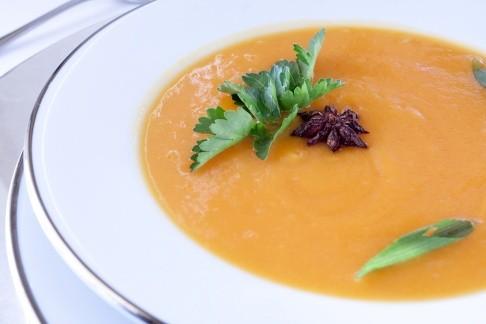 Sopa de cenoura com gengibre tem só 94 calorias (Foto: Divulgação)