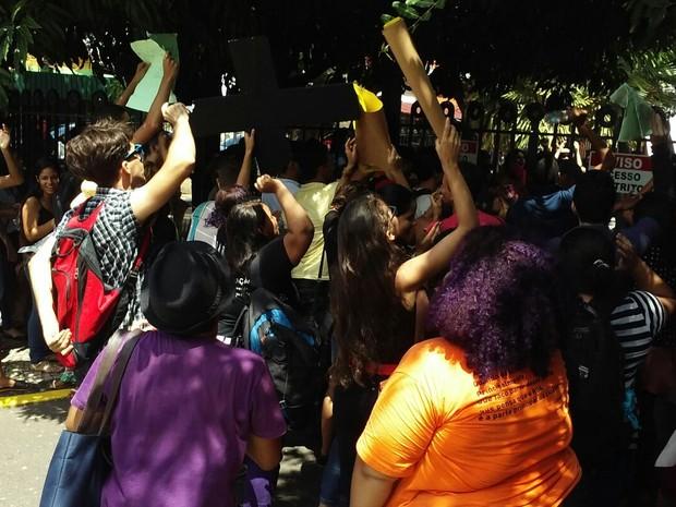 Estudantes e professores cobraram melhorias na estrutura da Uespi (Foto: Fernando Brito/G1)