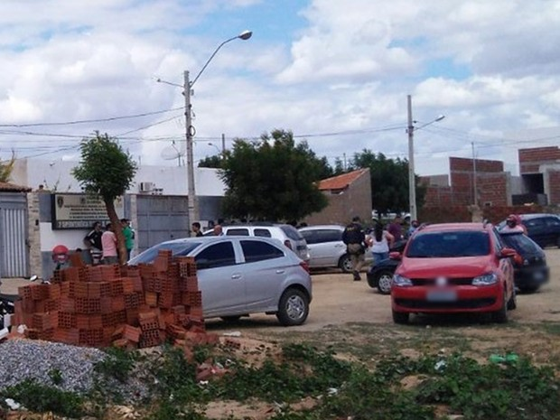 Tiros aconteceram dentro da delegacia, enquanto preso era ouvido.  (Foto: Rafaela Gomes/TV Paraíba)