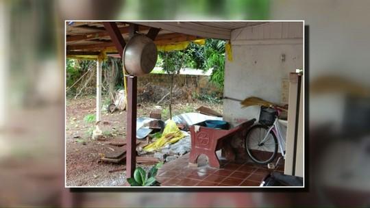 Polícia encontra corpo de mulher concretado nos fundos da casa dela