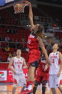 Griner enterra seleção feminina de basquete eua (Foto: Divulgação/Fiba)