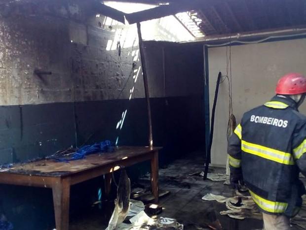 Incêndio em centro de idosos em Goiana aconteceu na manhã desta quinta-feira (11) (Foto: Ascom Bombeiros PE)