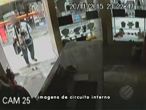 Câmeras registram arrombamento a joalheria em shopping de Belém (Foto: Reprodução/TV Liberal)