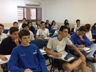 Colégios fazem 'aulões' para o Enem com shows e até stand up em Goiânia