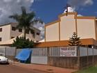Fiel reclama de insegurança na porta de igreja que foi roubada em Goiás