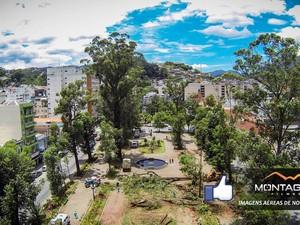 APós poda, um clarão foi aberto na praça (Foto: Montagna Filmes/Divulgação)