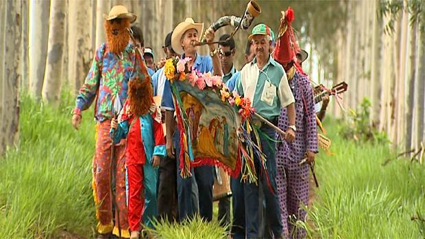 Equipe do programa mostra a comemoração aos Santos Reis (Foto: Reprodução EPTV)