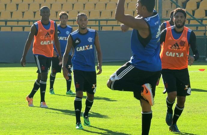 Paulinho treino Flamengo méxico (Foto: Cahê Mota)