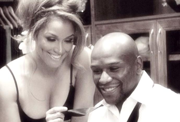 Floyd Mayweather com a esposa (Foto: Reprodução / Instagran)