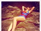 Francine Piaia posa sexy com maiô de super-herói: 'Não usei photoshop!'