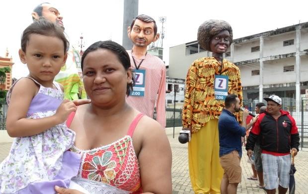 Dona Eliane Lopes parou para participar da ação da Rede Amazônica (Foto: Onofre Martins/Rede Amazônica)