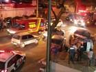 Carro tomba em acidente na avenida Barbacena em São José dos Campos