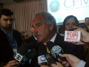 Presidente do CFM manifestou apoio nesta quarta (5) à médica cubana Ramona Matos (Foto: Isabella Calzolari/G1)